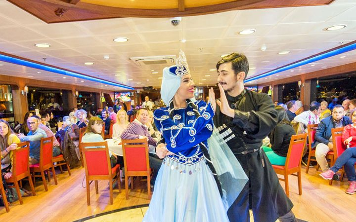 Book a Dinner Cruise: Why You Need to Try a Dinner Cruise