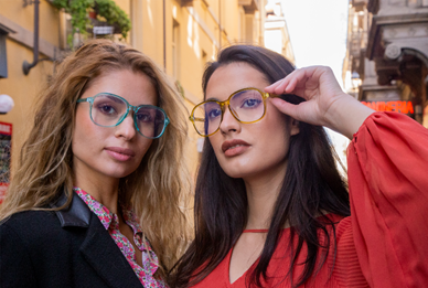 How to buy glasses online on your next trip